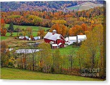 Green Mountain Farm Canvas Print