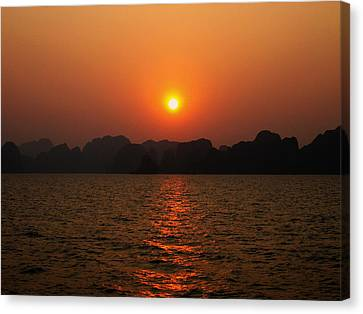 Ha Long Bay Sunset 2 Canvas Print by Oliver Johnston