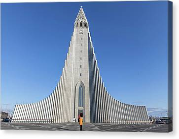 Canvas Print featuring the photograph Hallgrimskirka by Wade Courtney