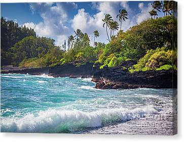Hana Bay Waves Canvas Print by Inge Johnsson