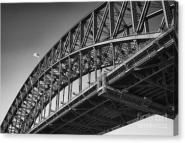 Canvas Print featuring the photograph Harbor Bridge In Black And White by Yew Kwang