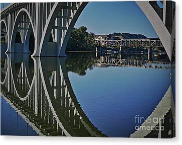 Canvas Print featuring the photograph Henley Street Bridge by Douglas Stucky