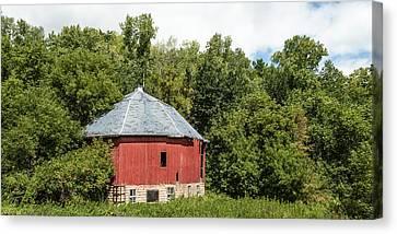 Canvas Print featuring the photograph Hexagon Barn by Dan Traun