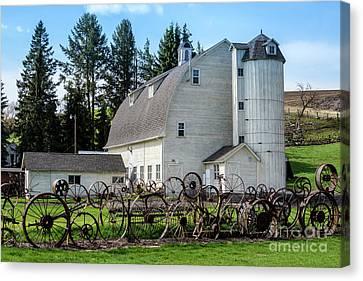 Historic Uniontown Washington Dairy Barn - 2 Canvas Print by Gary Whitton