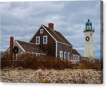 Holiday Wreath On The Lighthouse Canvas Print by Brian MacLean