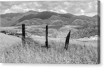 Hollenbeck Fence Posts Canvas Print by Joseph Smith