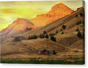 Home On The Range In Antelope Oregon Canvas Print by David Gn
