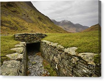 Honister Pass Canvas Print by Nichola Denny