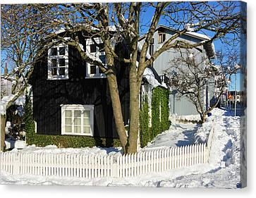 House In Reykjavik Iceland In Winter Canvas Print by Matthias Hauser