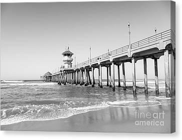 Huntington Pier In Huntington Beach Ca Canvas Print by Paul Velgos