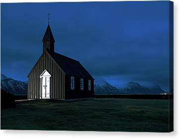 Canvas Print featuring the photograph Icelandic Church At Night by Dubi Roman