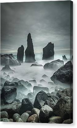 Icelandic Storm Beach And Sea Stacks. Canvas Print by Andy Astbury
