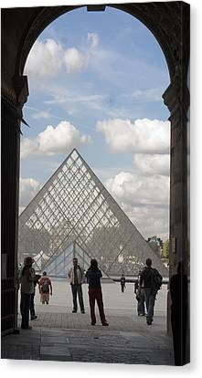 I.m. Pei Pyramid At Louve In Paris Canvas Print by Carl Purcell