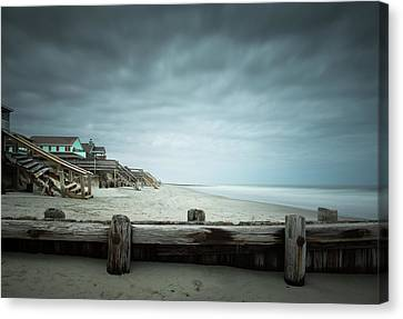 In Need Of Repairs Canvas Print by Ivo Kerssemakers