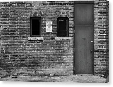Canvas Print featuring the photograph In The Alley by Monte Stevens