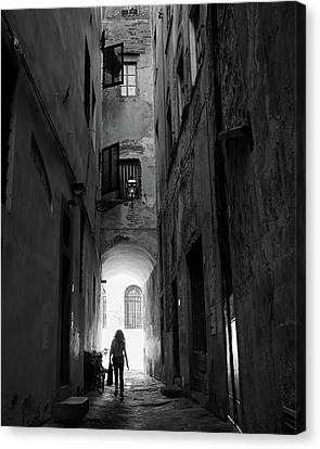 Canvas Print featuring the photograph Into The Light, Florence, Italy by Richard Goodrich