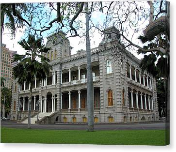 Canvas Print featuring the photograph Iolani Palace, Honolulu, Hawaii by Mark Czerniec