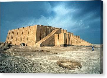 Iraq: Ziggurat In Ur Canvas Print by Granger