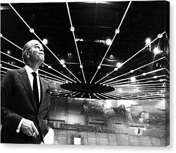 Jack Kent Cooke In The Forum Sports Canvas Print by Everett