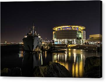 Canvas Print featuring the photograph Jamaica Bay At Discovery World by Randy Scherkenbach