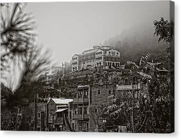 Canvas Print featuring the photograph Jerome Az On A Foggy Morning by Ron Chilston