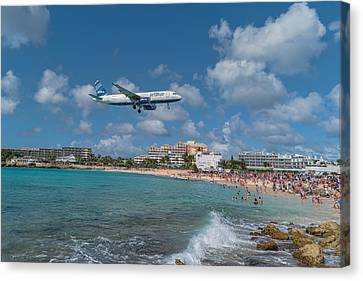 jetBlue at St. Maarten Canvas Print by David Gleeson