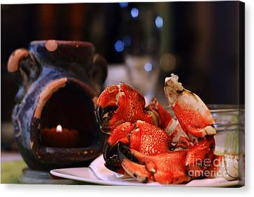 Jonah Crab On Plate Canvas Print by Charline Xia