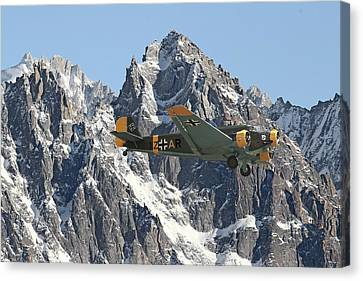 Ju52 - Lutwaffe Stalwart Canvas Print by Pat Speirs