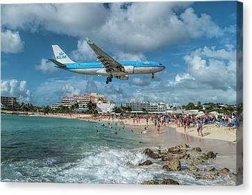 K L M A330 Landing At Sxm Canvas Print