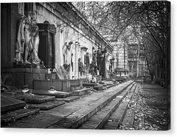 Kerepesi Cemetery Budapest Bw Canvas Print