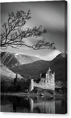 Kilchurn Castle Canvas Print by Dave Bowman