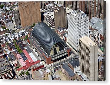 Kimmel Center For The Preforming Arts Canvas Print by Duncan Pearson