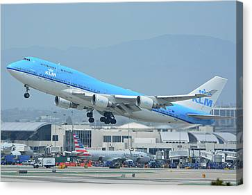 Canvas Print featuring the photograph Klm Boeing 747-406m Ph-bfh Los Angeles International Airport May 3 2016 by Brian Lockett