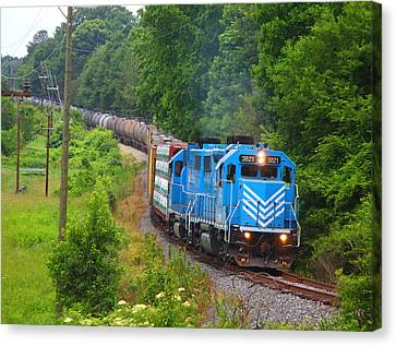 L And C Gp38-2 #3821 In Lancaster Canvas Print