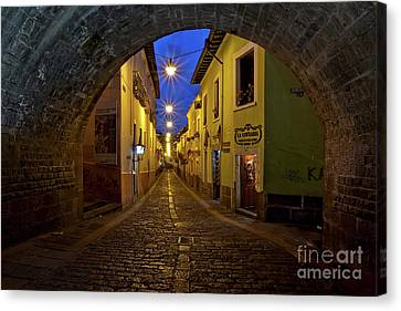 La Ronda Calle In Old Town Quito, Ecuador Canvas Print by Sam Antonio Photography