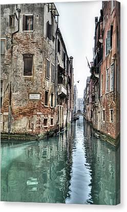 La Veste Venice Canvas Print by Marion Galt