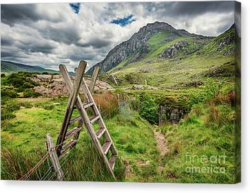 Ladder Stile To Tryfan Canvas Print by Adrian Evans