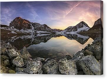 Lago Enol Canvas Print by Glendor Diaz Suarez
