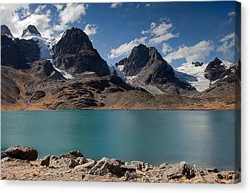Laguna Chiar Khota In Condoriri Mountains Canvas Print