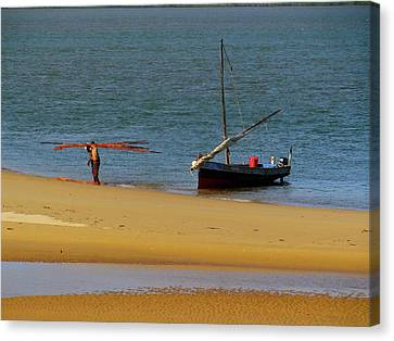 Exploramum Canvas Print - Lamu Island - Wooden Fishing Dhow Getting Unloaded - Colour by Exploramum Exploramum