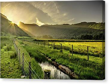 Langdale Rays Canvas Print