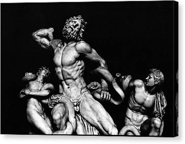 Laocoon And His Sons Aka Gruppo Del Laocoonte Canvas Print by Michael Fiorella