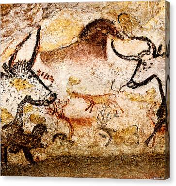 Lascaux Hall Of The Bulls - Deer Between Aurochs Canvas Print