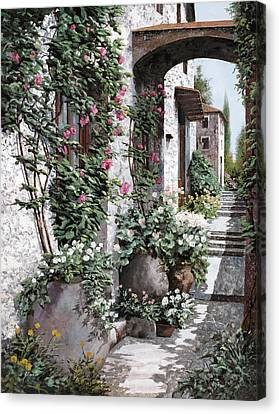 Le Rose Rampicanti Canvas Print