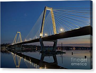 Canvas Print featuring the photograph Lewis And Clark Bridge - D009999 by Daniel Dempster