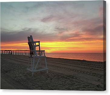 Lifeguard Stand On The Beach At Sunrise Canvas Print