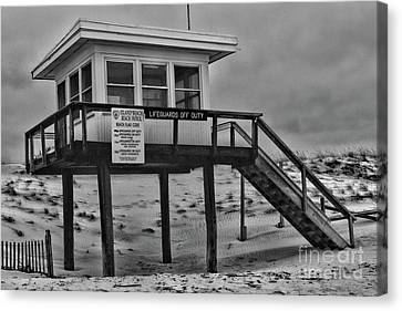 Lifeguard Station 1 In Black And White Canvas Print by Paul Ward