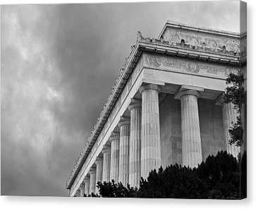 Lincoln Memorial - Black And White - Washington Dc Canvas Print by Brendan Reals