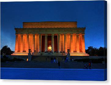 Lincoln Memorial By Night Canvas Print