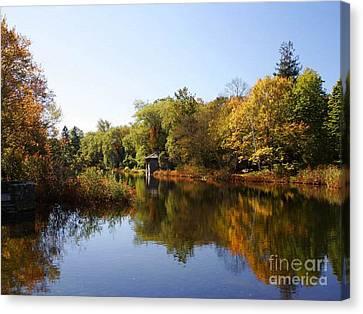 Little Shawme Pond In Sandwich Massachusetts Canvas Print by Rod Jellison